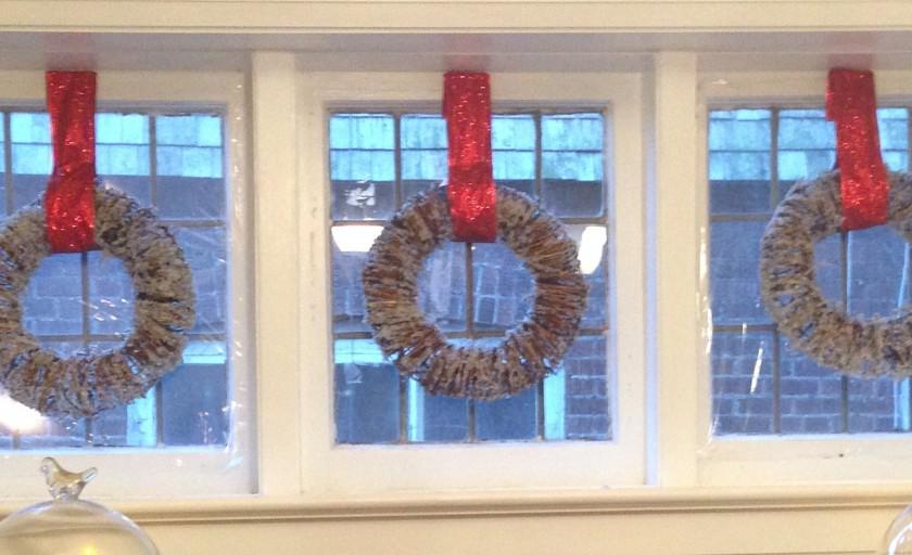 Easy Christmas window decorating ideas